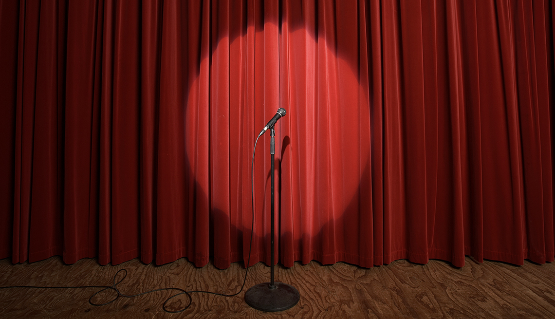 1140 microphone red curtain stage.imgcache.rev33e0d75843ec78cc969f77ab69fea2a1